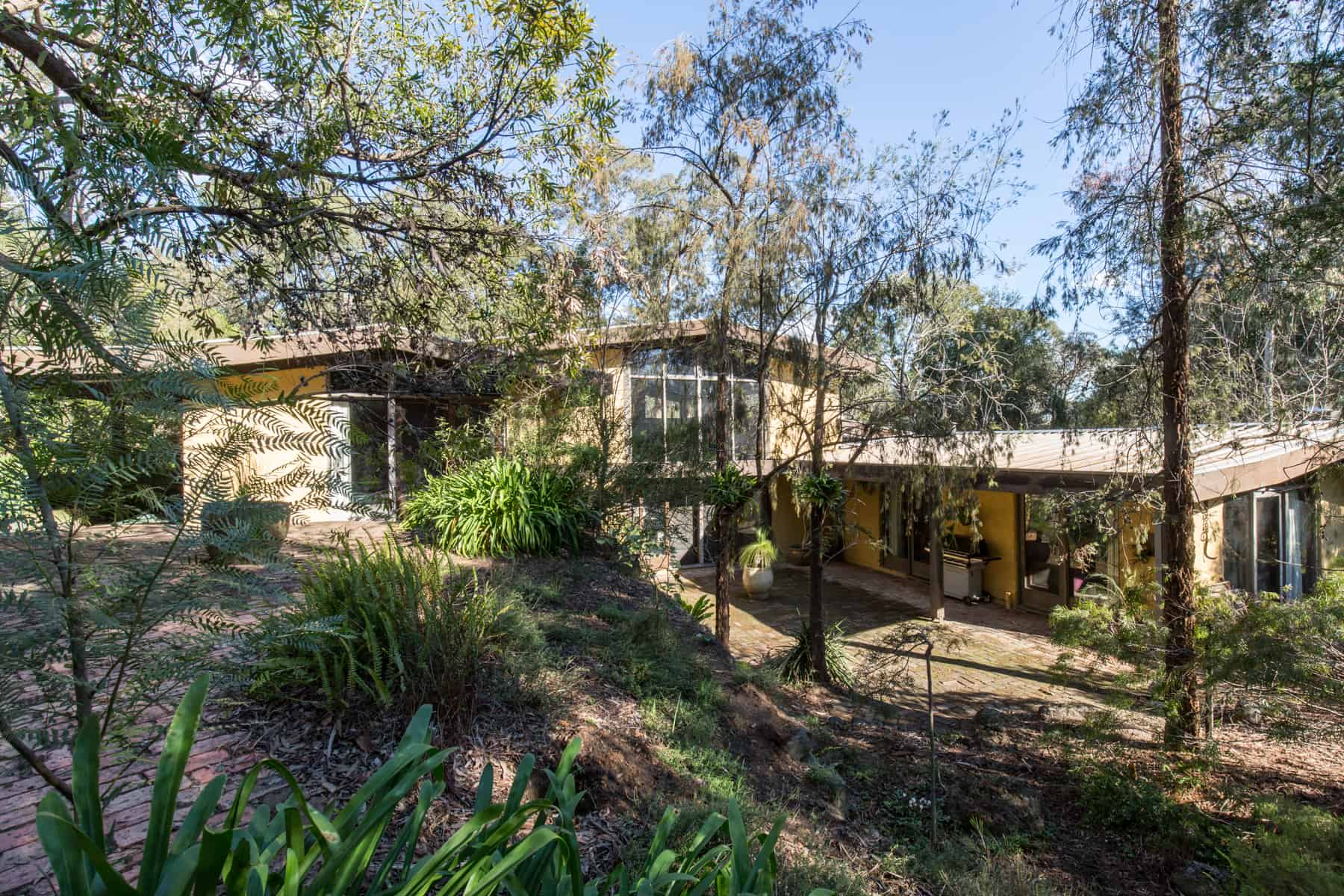 Barden house, 9 Yarra Braes Rd, Eltham. VIC 3095. Mud brick house designed by Alistair Knox. Plan dated February 1969 Job number 499