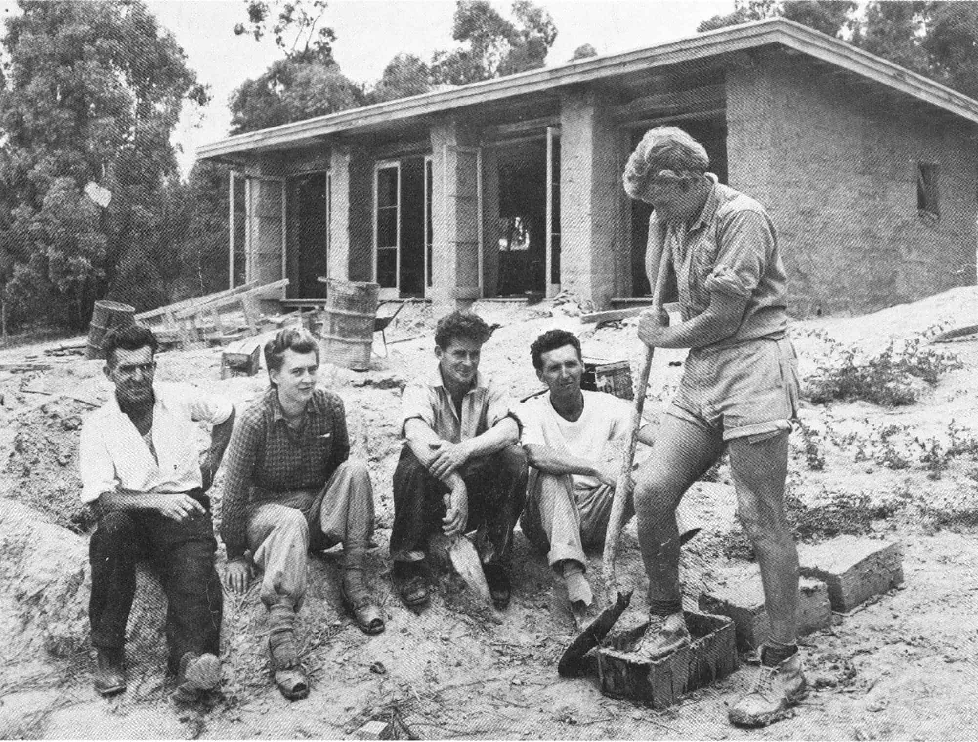 The first mud brick building, 1947. <b>Left to Right</b>: L.Mayfield, carpenter; Sonia Skipper; Alistair Knox; Tony Jackson; Gordon Ford