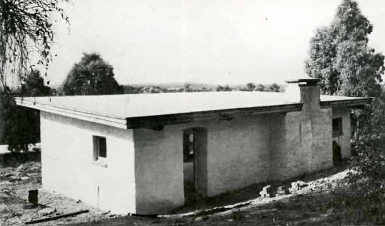Knox's first mud brick house, 1947
